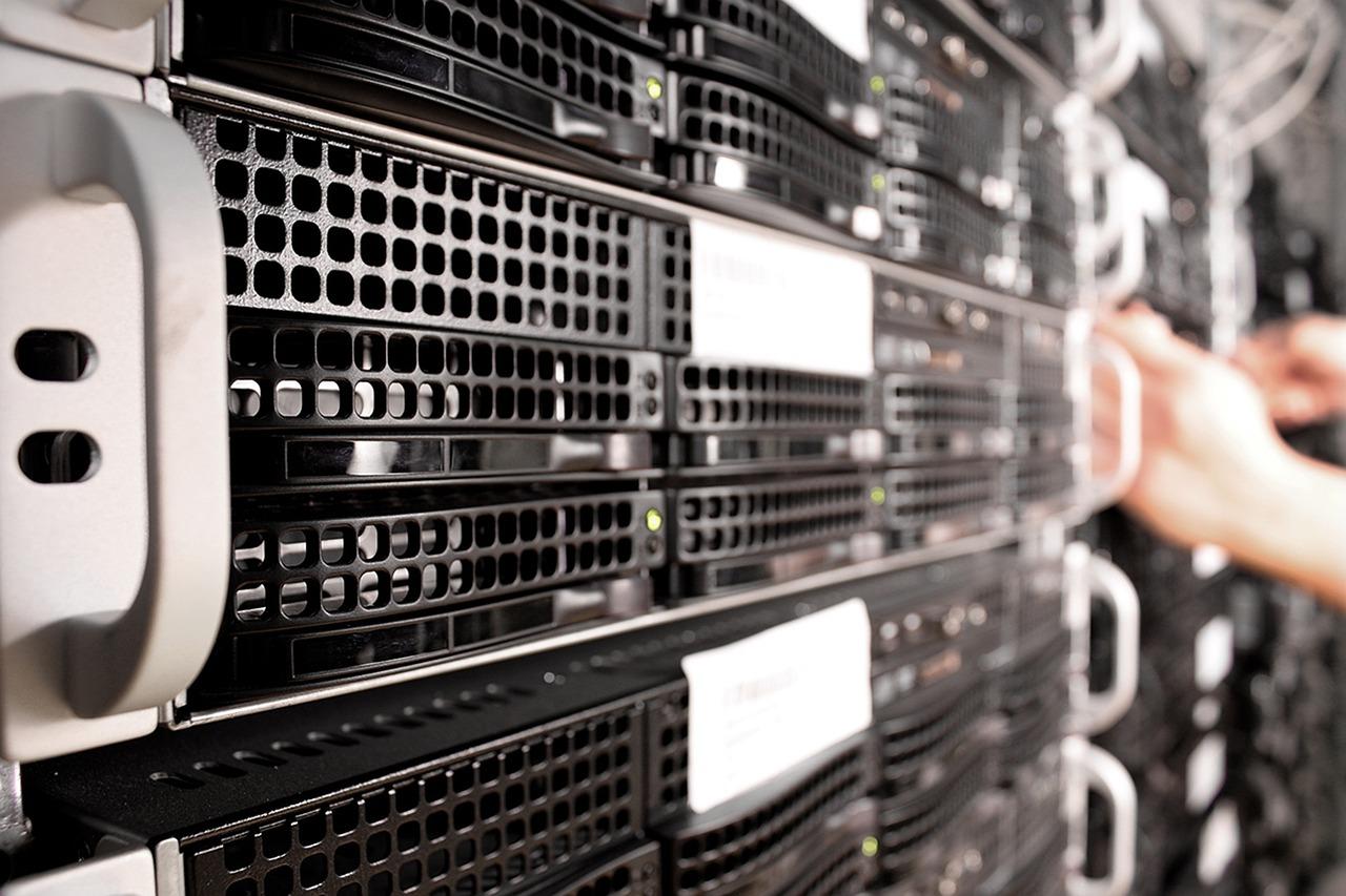 cloud vs in-house server